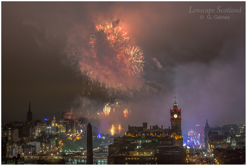 Fireworks over Edinburgh Castle from Calton Hill (23)