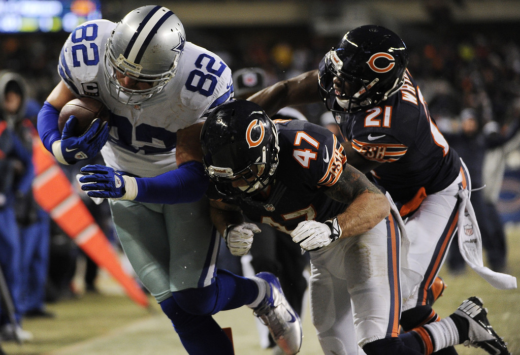 . Jason Witten #82 of the Dallas Cowboys catches a touchdown pass as he\'s defended by Major Wright #21 and Chris Conte #47  of the Chicago Bears during the second quarter on December 9, 2013 at Soldier Field in Chicago, Illinois. (Photo by David Banks/Getty Images)