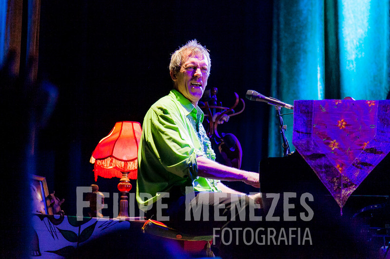 Hugh Laurie_Site_066.jpg