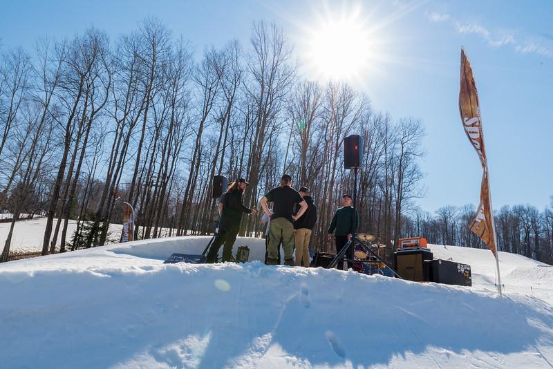 Backyard-BBQ-The-Woods-16-17_Snow-Trails-Mansfield-Ohio-1180.jpg