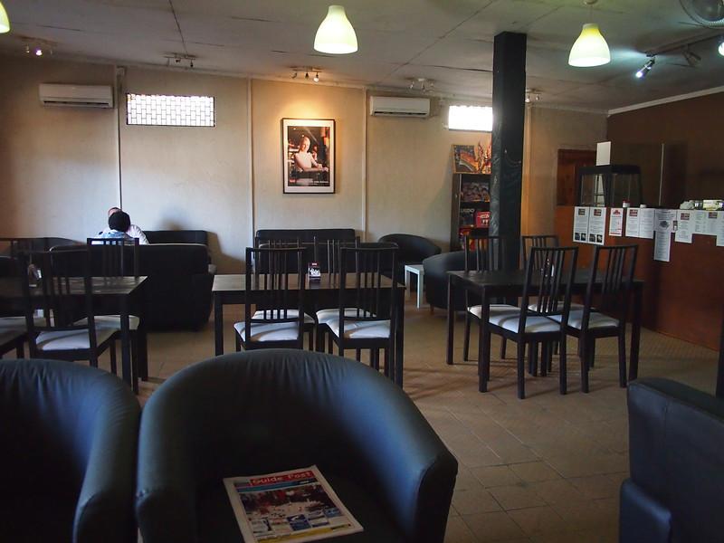 P5268891-rnr-cafe.JPG