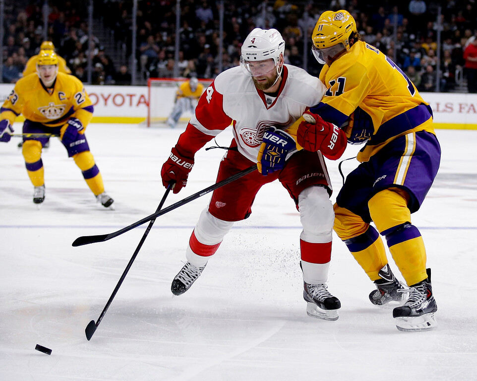 . Los Angeles Kings center Anze Kopitar, right, battles Detroit Red Wings defenseman Jakub Kindl for the puck during the second period of an NHL hockey game in Los Angeles, Tuesday, Feb. 24, 2015. (AP Photo/Chris Carlson)