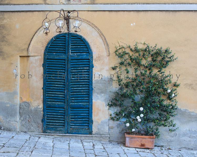 Three Globe Door , Lucignano D'Asso , Tuscany