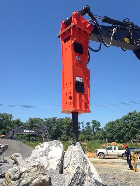 NPK GH15 hydraulic hammer on Volvo EC380EL excavator (15).JPG