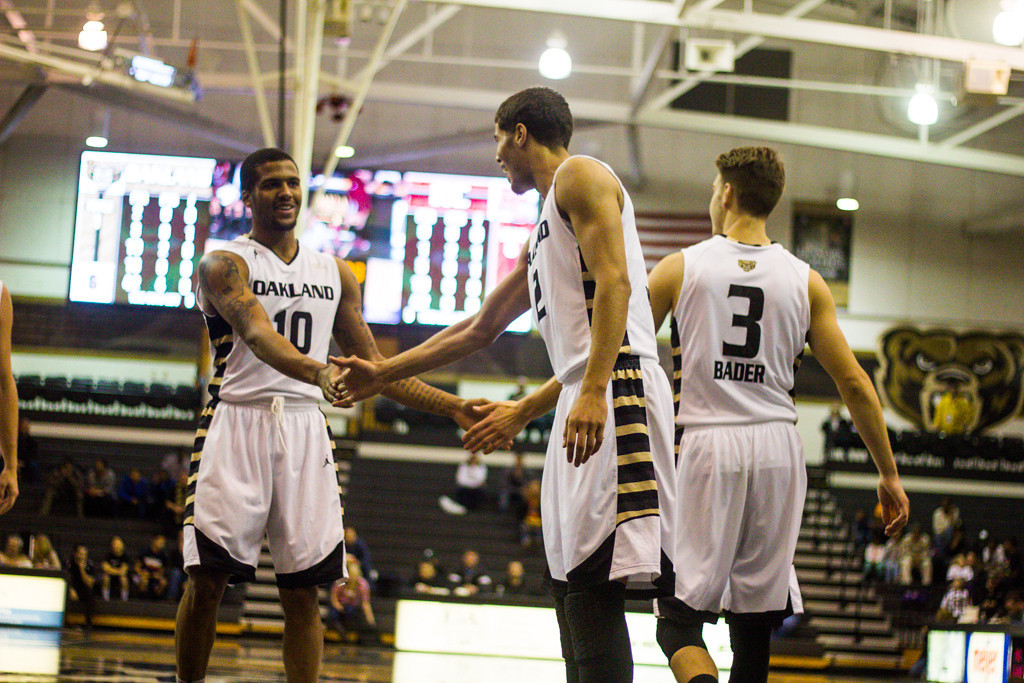. Oakland players congratulate #10 Duke Mondy after a lay-up. Photo by Dylan Dulberg