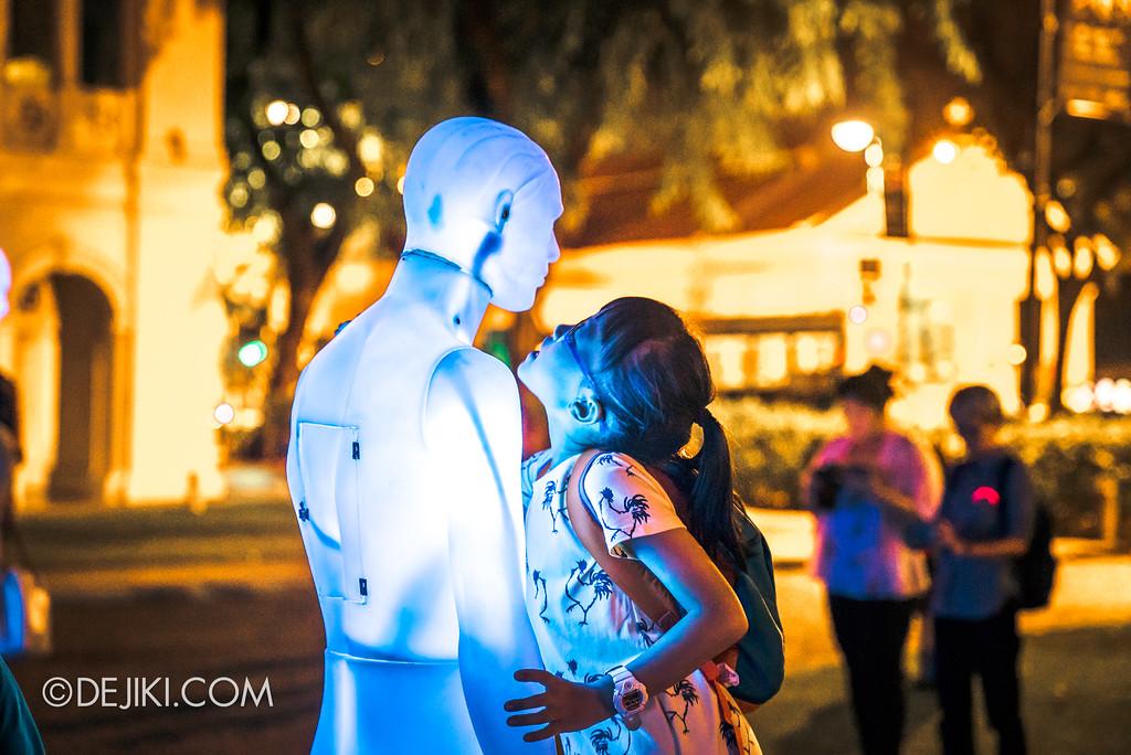Singapore Night Festival 2017 / The Standing Men by ADDN (FR) girl whisper
