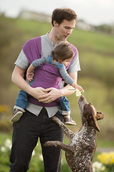 Izmi_Baby_Carrier_Cotton_Midnight_Purple_Lifestyle_Front_Carry_Baby_With_Dog.jpg