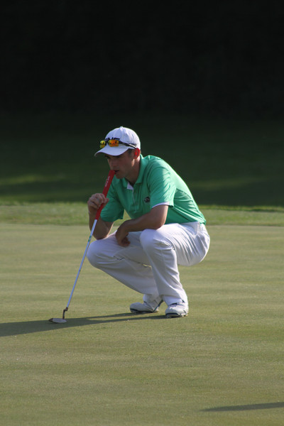 Frank Garber of Kirkland, Washington tries to read the 18th green during the first round of the 2014 Western Junior Championship.