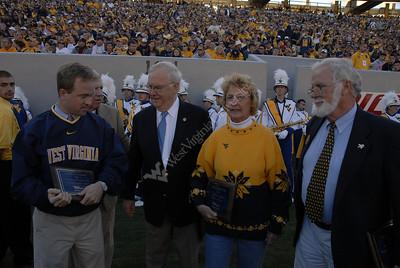 24971 Outstanding Alumni Bob Huggins and Gordon Thorn