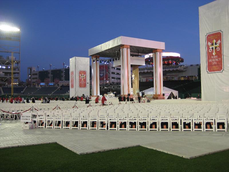 Pope Mass Nats Stadium 4-17-08 003.jpg