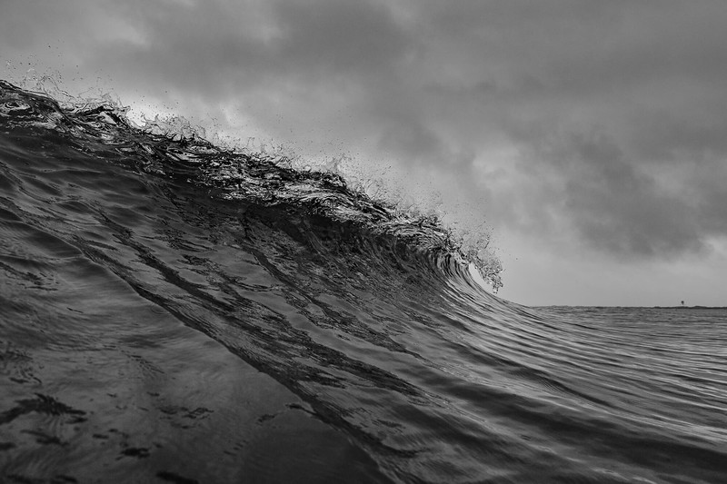 B&W wave vigsø_.jpg