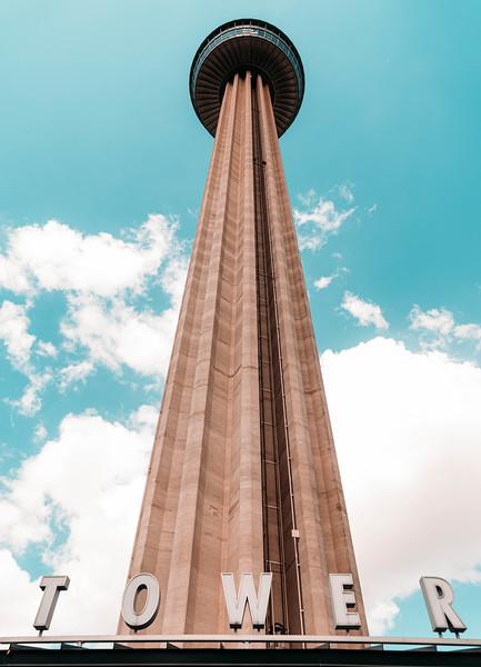 Tower of the Americas lookup 2.jpg
