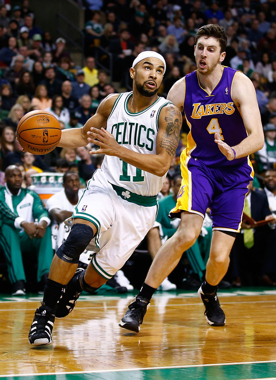 . BOSTON, MA - JANUARY 17: Jerryd Bayless #11 of the Boston Celtics drives to the basket past Ryan Kelly #4 of the Los Angeles Lakers in the second quarter during the game at TD Garden on January 17, 2014 in Boston, Massachusetts.   (Photo by Jared Wickerham/Getty Images)