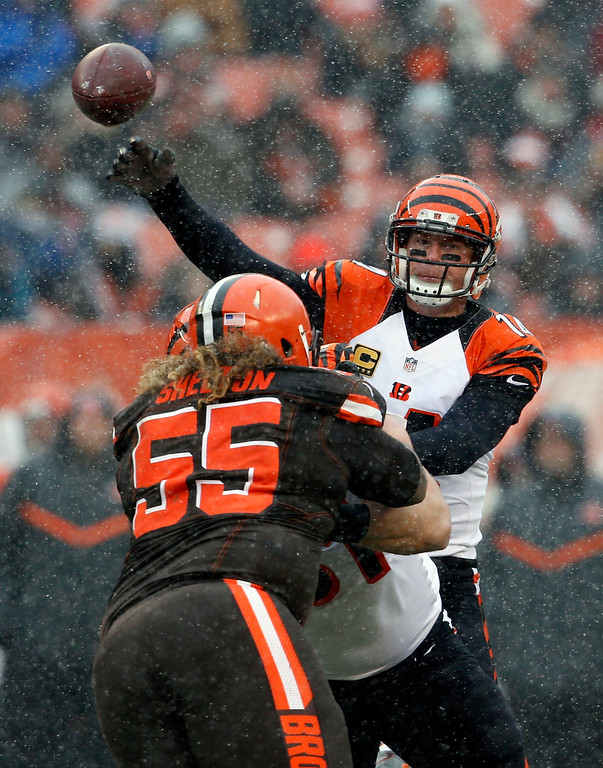 . Cincinnati Bengals quarterback Andy Dalton, right, passes in the first half of an NFL football game against the Cleveland Browns, Sunday, Dec. 11, 2016, in Cleveland. (AP Photo/Ron Schwane)