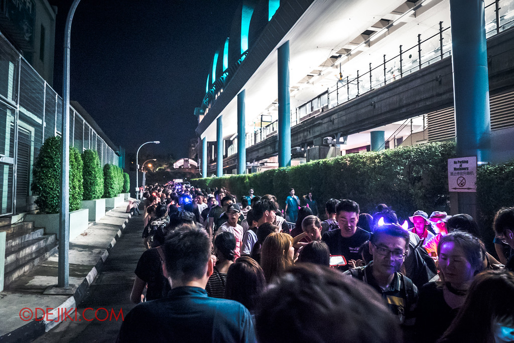 Halloween Horror Nights 7 Survival Guide - DEATH Mall queue