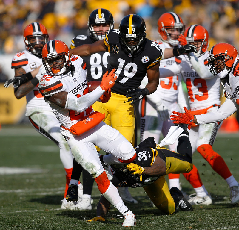 . Cleveland Browns free safety Jabrill Peppers (22) intercepts a pass intended for Pittsburgh Steelers wide receiver JuJu Smith-Schuster (19) during the first half of an NFL football game in Pittsburgh, Sunday, Dec. 31, 2017. (AP Photo/Keith Srakocic)