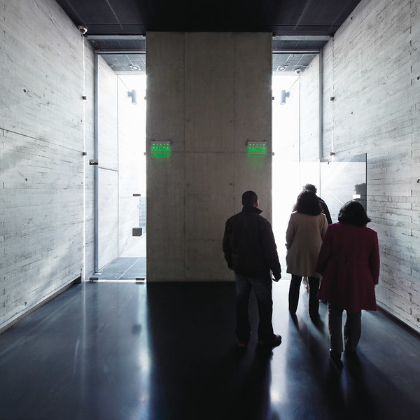 Visitors begin to exit the memorial (Courtesy Alfredo Jaar Studio)