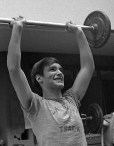 #37.  Weight training.  Forensics.  (Jose Ballester photog.)