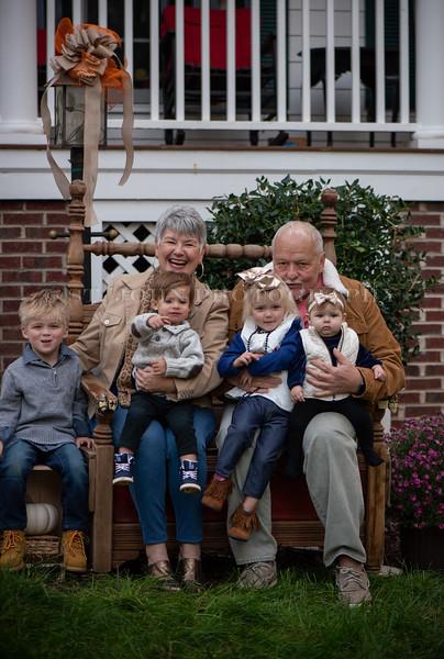 2019 November Ellis Family-250-136.jpg