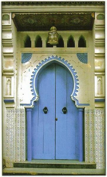 008_Maroc_Typique_Porte_decoree_et_sculptee.jpg