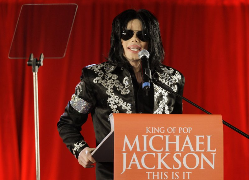 """. <p>10. (tie) MICHAEL JACKSON <p>Maybe, finally, this IS it! (previous ranking: unranked) <p><b><a href=\'http://www.twincities.com/entertainment/ci_24224641/verdict-reached-case-against-jackson-promoter\' target=\""""_blank\""""> HUH?</a></b> <p>   (AP Photo/Joel Ryan, File)"""