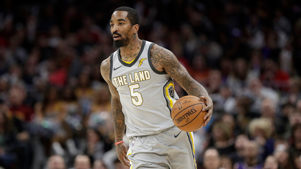 . Cleveland Cavaliers\' JR Smith drives against the Phoenix Suns in the second half of an NBA basketball game, Friday, March 23, 2018, in Cleveland. (AP Photo/Tony Dejak)