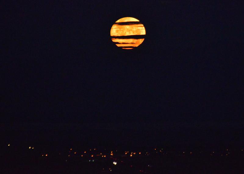 NEA_2747-7x5-Moon Set.jpg