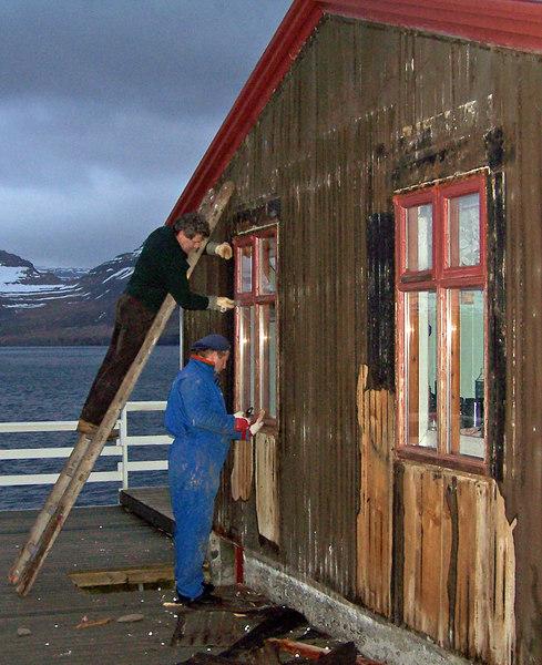 Unnið langt fram á nótt - myndin er tekin kl. 00.46 3. júní.