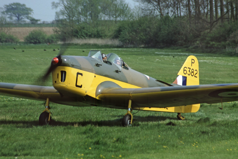 G-AJRS-MilesM14AHawkTrainer-RAF-EGTH-2001-05-10-JY-36-KBVPCollection.jpg
