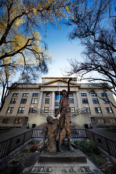 Courthouse veterans statue Prescott.jpg