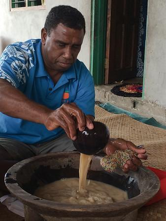 Oni mixing Kava Fiji