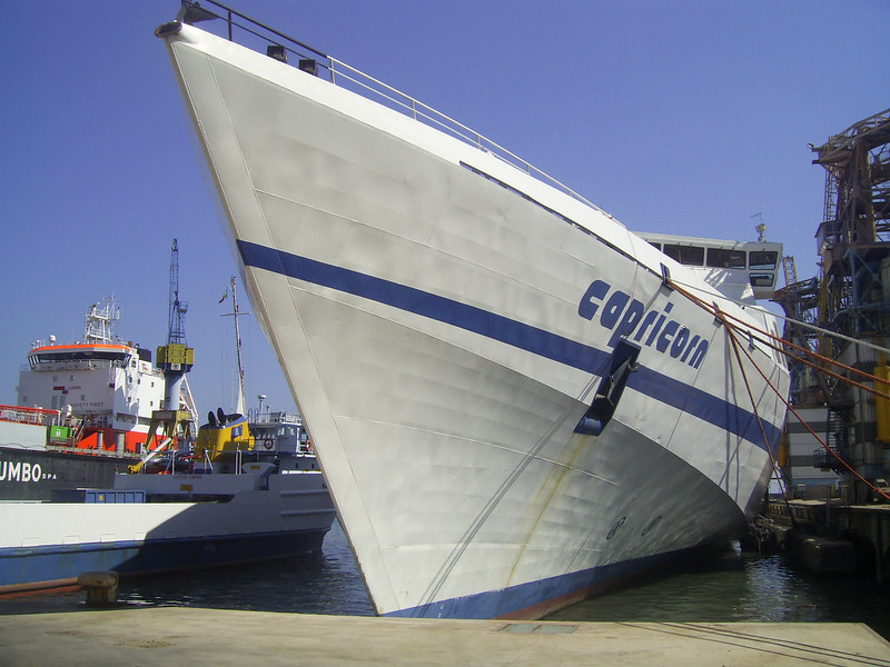 2010 - HSC CAPRICORN laid up in Napoli.