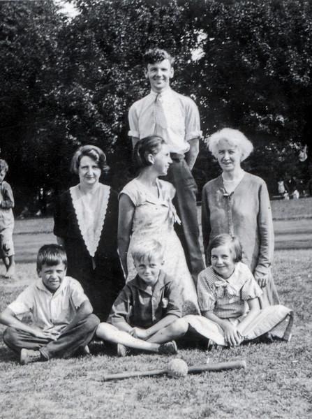 1934_Family.jpg