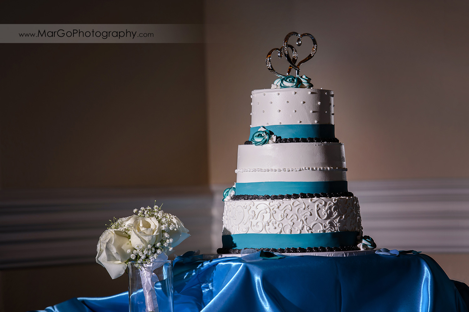 wedding cake at Wedgewood Wedding & Banquet Center in Brentwood