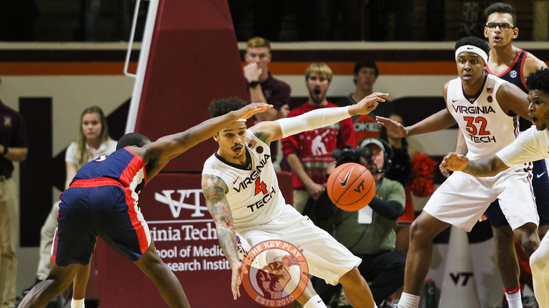 Seth Allen fights for a loose ball late in the second half. (Mark Umansky/TheKeyPlay.com)