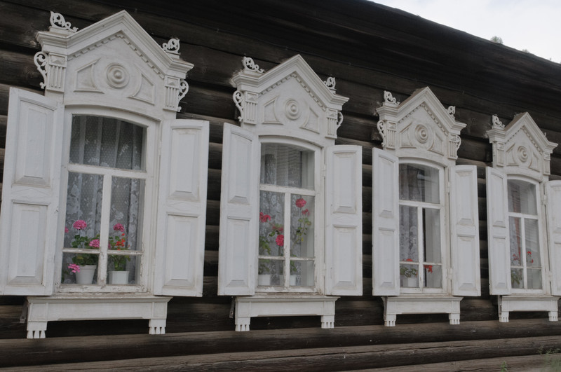 Ein paar typische, sibirische Häuser.