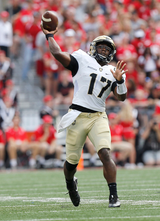 . Army quarterback Ahmad Bradshaw throws a pass against Ohio State during the first half of an NCAA college football game Saturday, Sept. 16, 2017, in Columbus, Ohio. (AP Photo/Jay LaPrete)