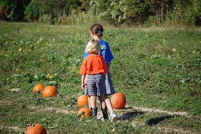 2010-10-21 K with 7th Gr Buddies Pumpkin Patch