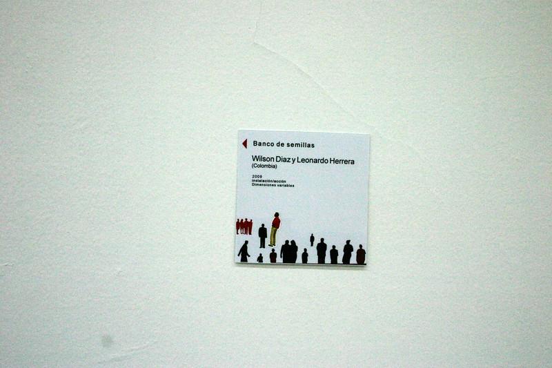 30. Wilson Díaz, con Leonardo Herrera. Banco de semillas, Instalación, 7 Encuentro Instituto Hemisférico de Performance y Política, Museo de Arte Universidad Nacional, Bogotá, 2009.