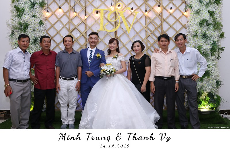 Trung-Vy-wedding-instant-print-photo-booth-Chup-anh-in-hinh-lay-lien-Tiec-cuoi-WefieBox-Photobooth-Vietnam-040.jpg