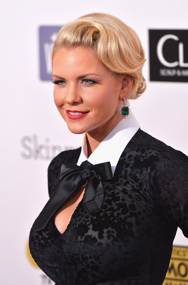 Description of . Actress  Carrie Keagan  arrives at the 18th Annual Critics' Choice Movie Awards at Barker Hangar on January 10, 2013 in Santa Monica, California.  (Photo by Frazer Harrison/Getty Images)
