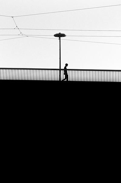 MAN_SILHOUETTE_BRIDGE_PERRACHE_LYON2.jpg