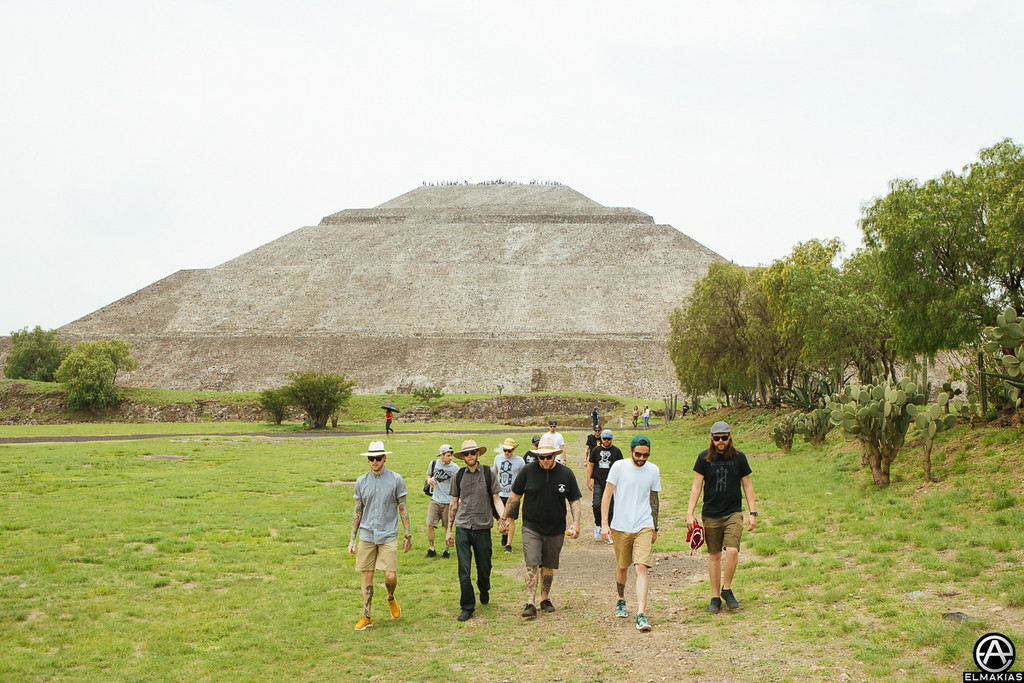 Walking around the Teotihuacan Pyramids