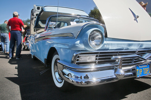 Photos: Ford Skyliner Club of Northern California visits
