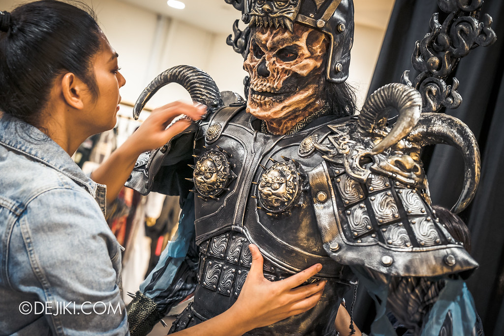Universal Studios Singapore Halloween Horror Nights 8 Behind The Scenes / Yin Demon wearing armour