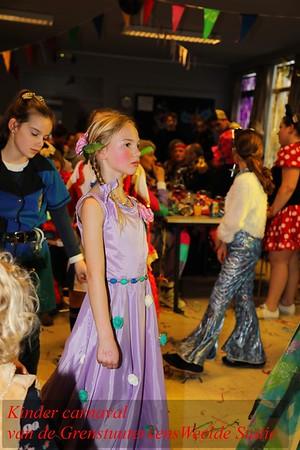 20190302 Grenstuuterkes vieren Carnaval aan Weelde-Statie