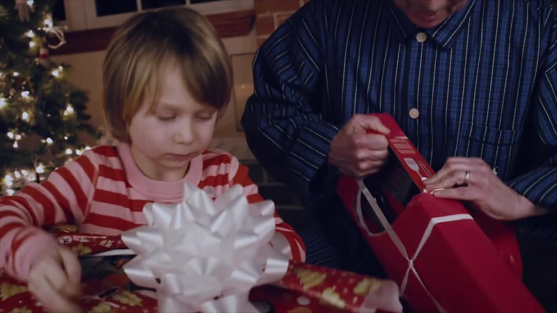 The Perfect Holiday Gift- The Weber Limited Edition Red Kettle.mp4