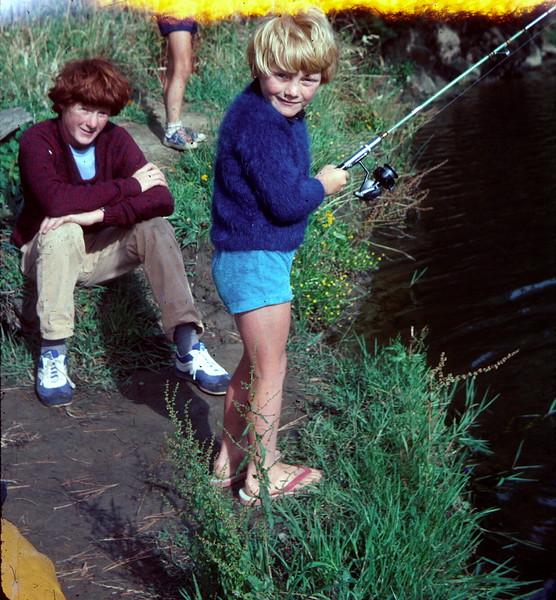 1977-1 (1) David 13 yrs 1 mth & Allen 5 yrs 8 mths fishing @ Apollo Bay.jpg