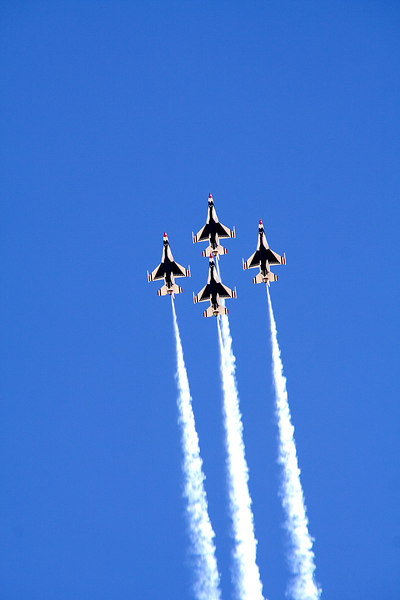 Jets performed a spectacular flyover prior to the race starting