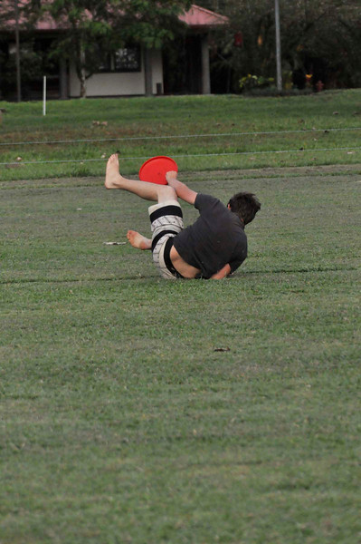042409Ultimate Frisbee @ EARTH105.jpg